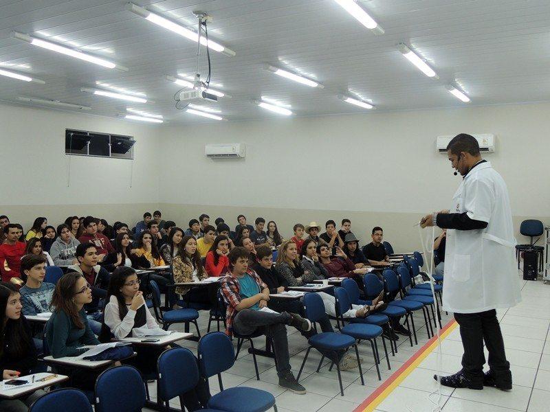 Mágica no Colégio Delphos